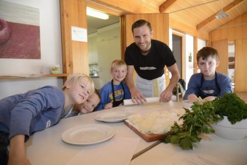 Ev. Gemeindezentrum. Kinder kochen mit Stefan Brandel